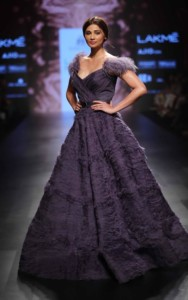Showstopper Daisy Shah for AMIT GT at LFW SR 17