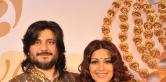 Actress-Sonali-Bendre-with-husband-Goldie-Behl