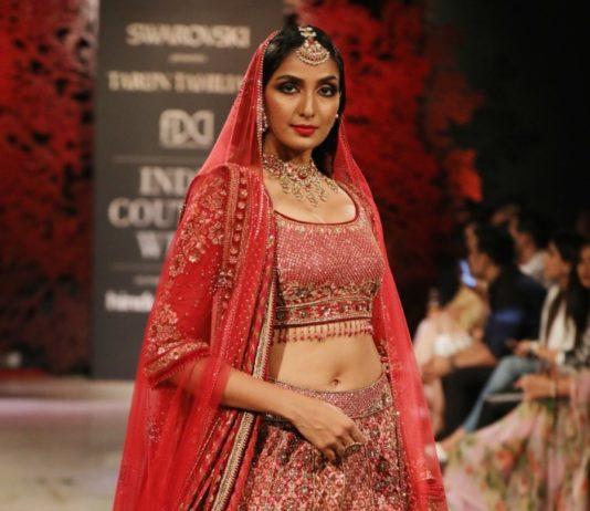 Designer Tarun Tahiliani Presenting his collection @ FDCI India Couture Week 2019 (9)