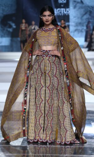 Collection by Anamika Khanna showcased at Grand Finale for FDCI LMIFW SS'20 (1)