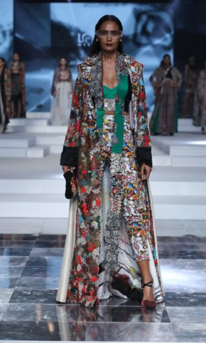 Collection by Anamika Khanna showcased at Grand Finale for FDCI LMIFW SS'20 (4)