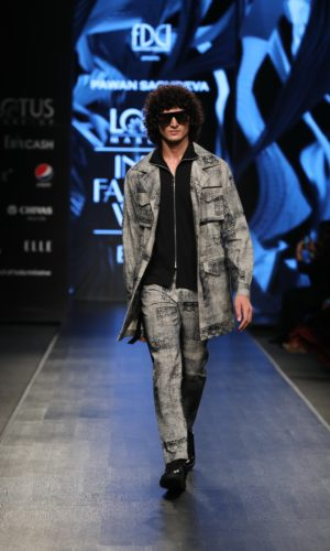 Collection by Pawan Sachdeva showcased at FDCI LMIFW SS'20 (2)