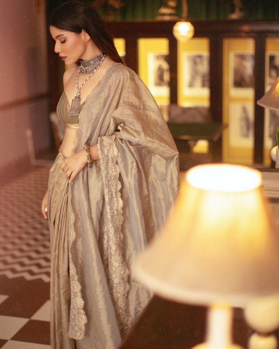 Fashion Bloggers- Roshni Bhatia