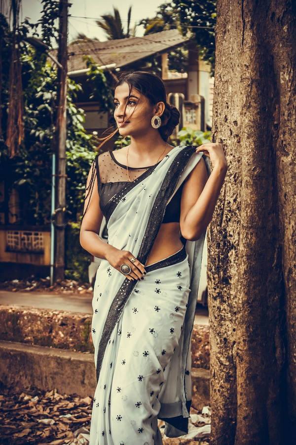 bridesmaid wearing saree
